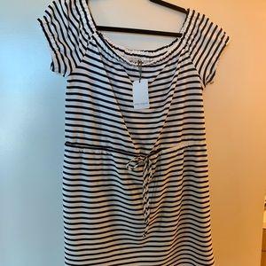 NWOT - Great on or off shoulder summer dress